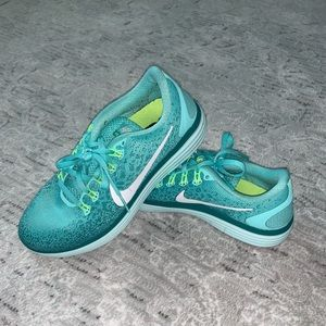Nike Teal Running Shoes Sz 7